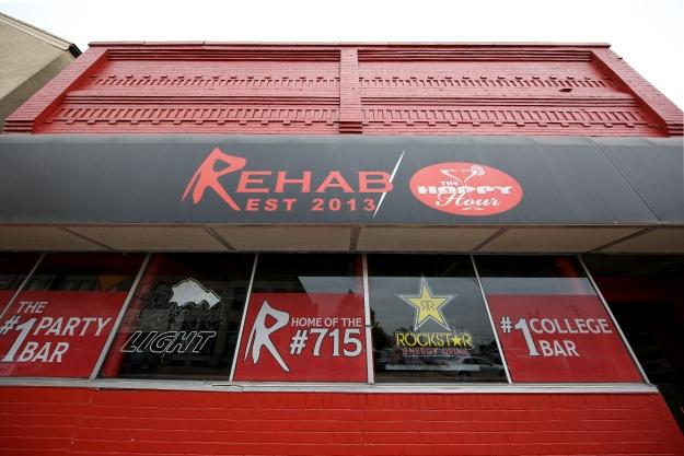 Rehab_Bar_02